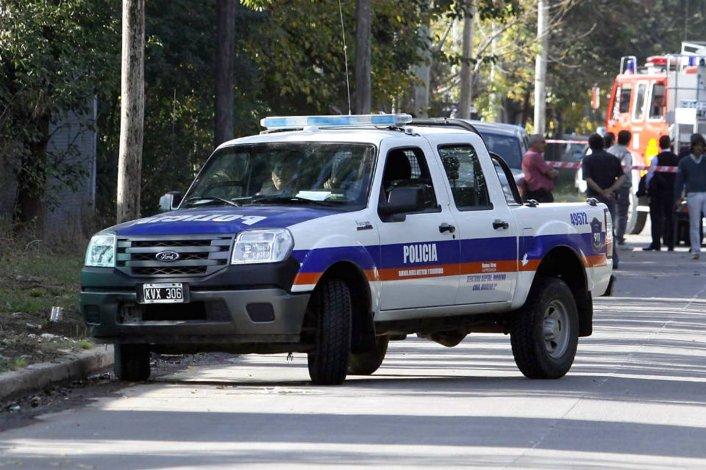 La Policía Científica trabajaba en la casa en busca de rastros que puedan ayudar a esclarecer el doble asesinato.