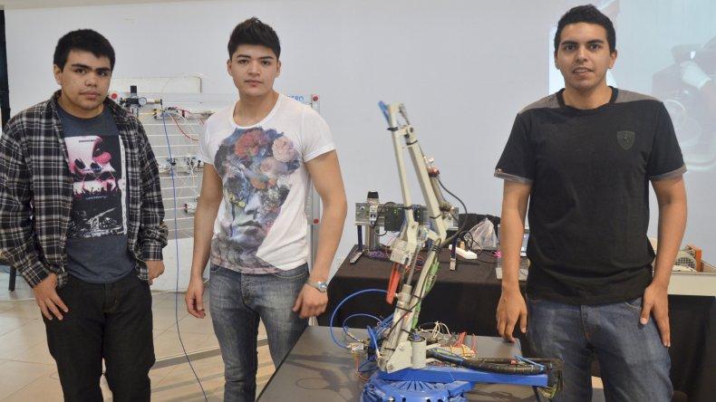 En instalaciones del Centro Cultural los integrantes del Ceret mostraron los trabajos y proyectos concretados en las diferentes materias.