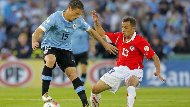 Uruguay y Chile se vuelven a enfrentar esta noche tras su polémico enfrentamiento por la Copa América.