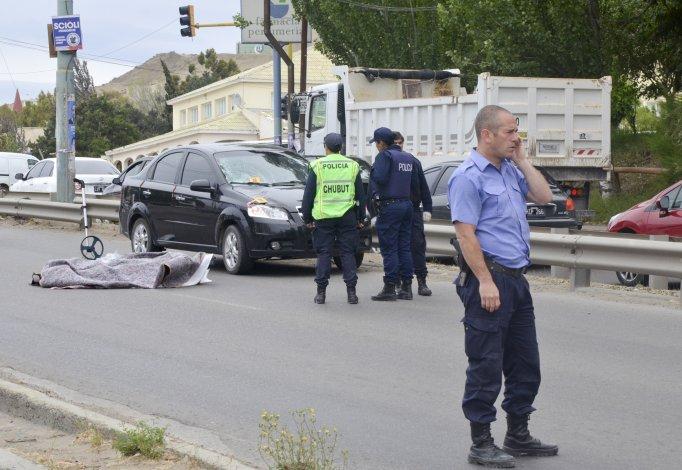 En el cruce de las avenidas Del Libertador y Quintana se produjo un accidente fatal. Piden un semáforo sonoro para personas mayores y su sincronización.