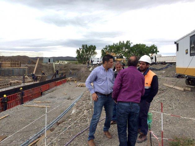 Linares y Luque recorrieron las obras de repotenciación del acueducto