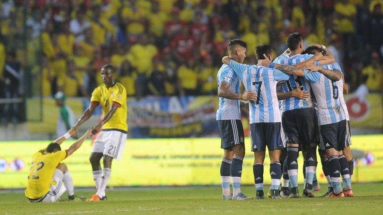 Argentina mejoró en su juego y venció a Colombia 1 a 0