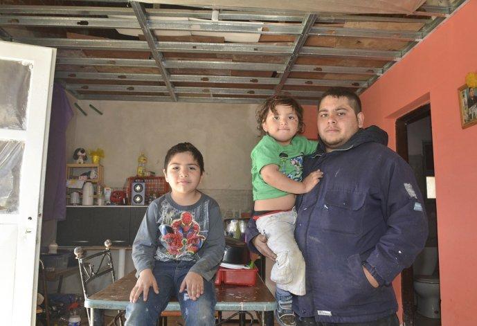 La familia Soto ocupa una de las viviendas del barrio al que los mismos vecinos denominaron Esperanza.