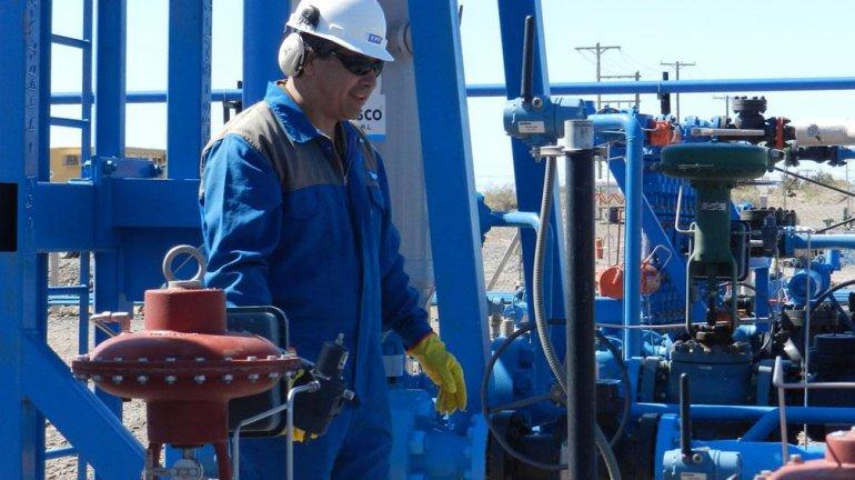 El intendente sostuvo que junto a gremios y otros sectores de la industria continúa monitoreando día a día la situación en la cuenca del Golfo San Jorge ante la crisis petrolera mundial.