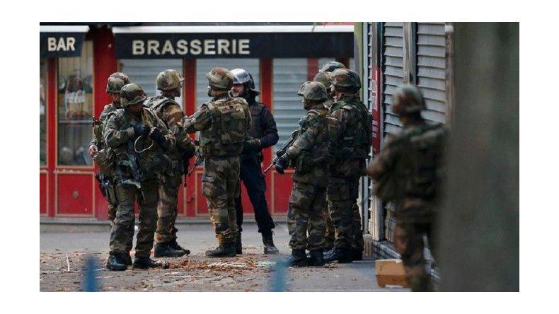 París: inmolación, vuelos desviados y más detenciones