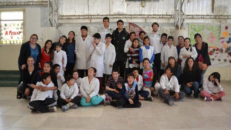 El Verde regaló sonrisas en la Escuela 519