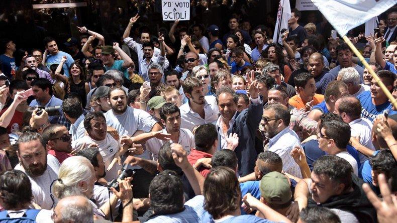 Daniel Scioli recorrió el centro de la ciudad de Rosario.