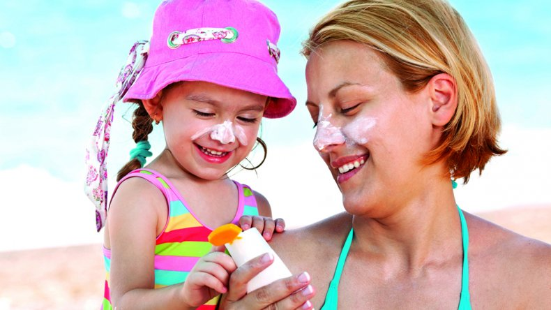 Hidratarse y protegerse para disfrutar del sol