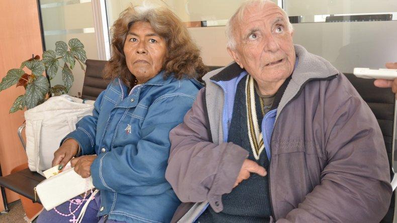 Antonio Minoa y su compañera denunciaron que fueron echados de la terminal y amenazados.