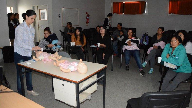 En el Hospital Regional se llevó a cabo ayer un taller sobre resucitación cardiopulmonar para padres de bebés prematuros.
