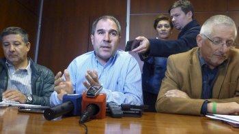 El futuro ministro de Economía, Pablo Oca, acusó al gobernador de mentiroso. En conferencia de prensa puso en duda el informe que Buzzi brindó ayer por la mañana.