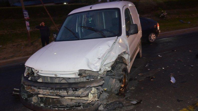 El choque se habría originado por la humedad sobre la cinta asfáltica e involucró a seis vehículos