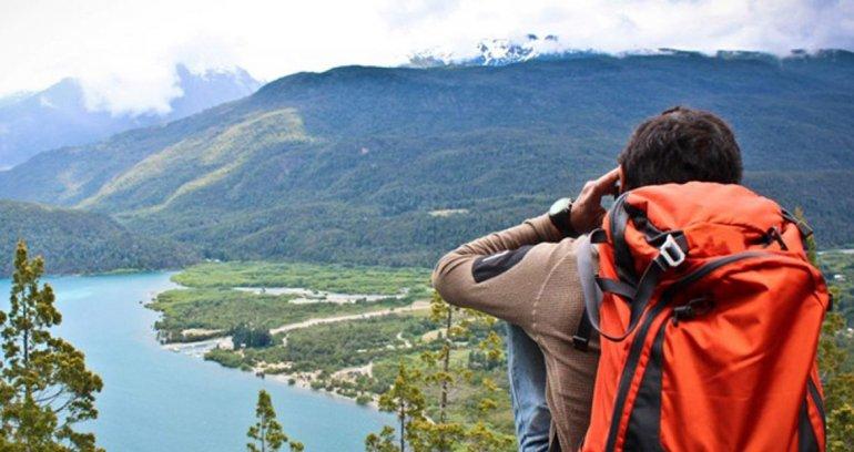 Este eje de senderismo transcurre por la Reserva de la Biósfera Andino Norpatagónica.