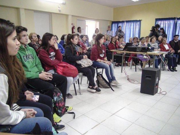 Alumnos de Ciencias Sociales y Humanidades del Colegio Universitario realizaron la presentación de los proyectos integrados sobre gerontología.