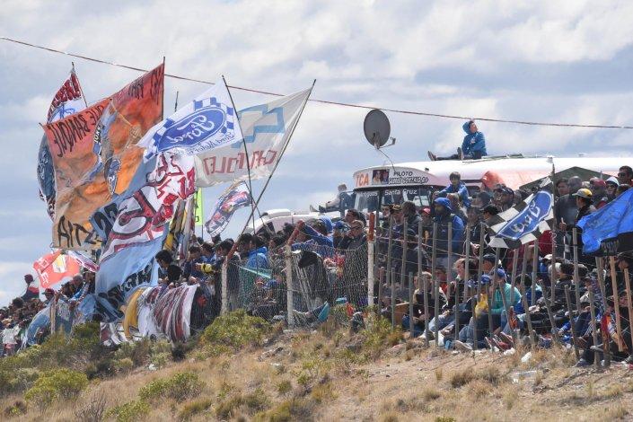 No cabía un alfiler. Varios sectores del autódromo se mostraron atestados de público y banderas.