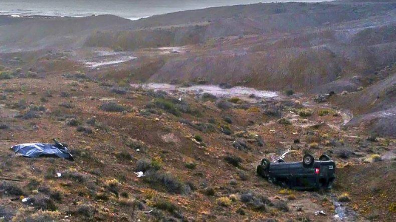 El cuerpo del conductor salió despedido y quedó a varios metros del vehículo en una zona de pendiente difícil de ver desde la ruta 1.