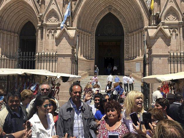 Scioli visitó la Basílica de Luján acompañado de su esposa e hija