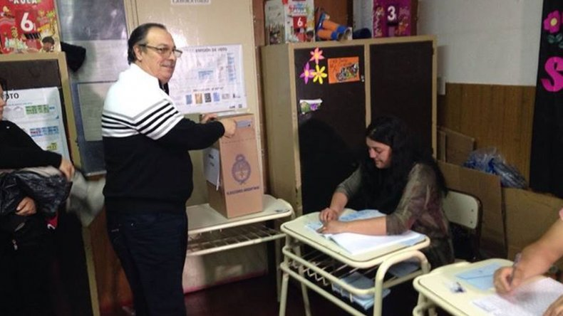 Así votó esta mañana el concejal radical José Gaspar.