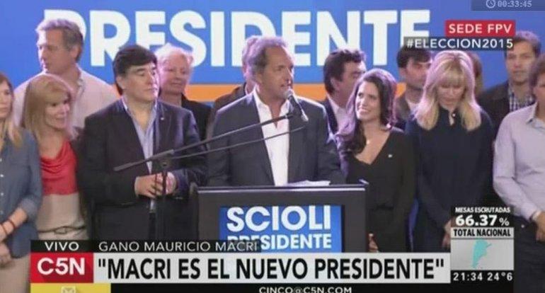 Daniel Scioli felicitó a Macri por su triunfo