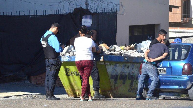 La Policía sorprendió ayer a la tarde a un adolescente robando en la Ludoteca del Cerro.