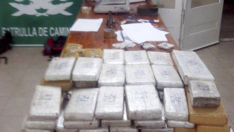 Parte del cargamento de marihuana que fue secuestrado por efectivos de Gendarmería tras una persecución de varios kilómetros en la ruta Nacional 3.