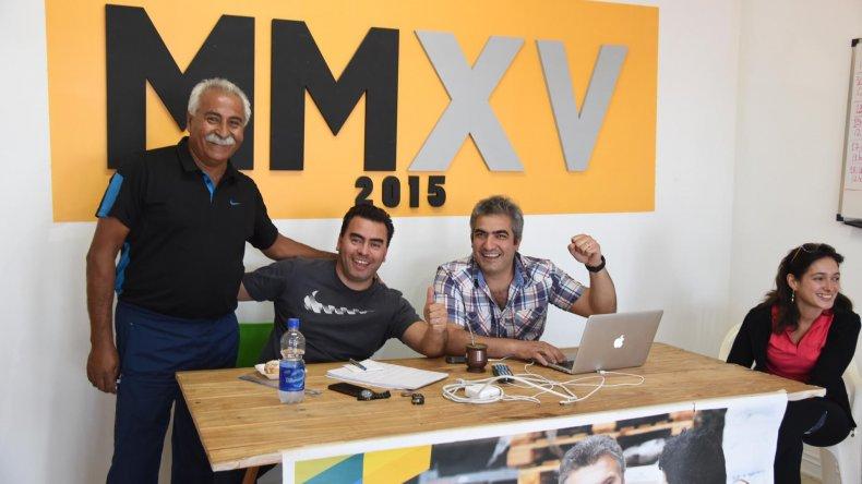 Ganadores en Rada Tilly. Mariano Freile y otros referentes celebran la victoria del PRO.