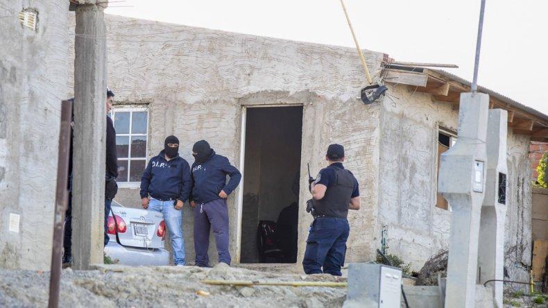Personal de la Brigada allana la casa de Gabba