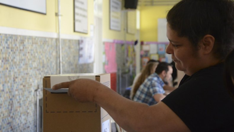 La Escuela 1 fue uno de los lugares de votación del domingo en Comodoro Rivadavia donde se impuso Mauricio Macri. En el global de mesas de ese recinto logró el 60