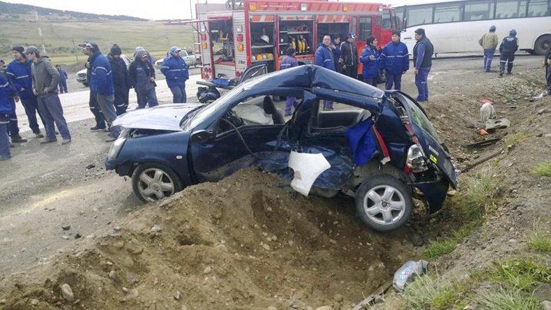 Un muerto y dos heridos al chocar vehículos en el acceso a Mina 3
