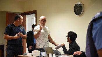Claudio Lamonega junto a uno de sus abogados defensores durente la jornada de ayer del juicio.