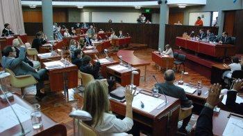 Pese a la preocupación por una nueva protesta de la APEL, la Legislatura de Chubut sesionó ayer sin inconvenientes.