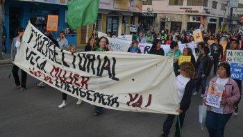 Durante la marcha se pidió al Estado presupuestos adecuados para la asistencia a las mujeres víctimas de la violencia machista.