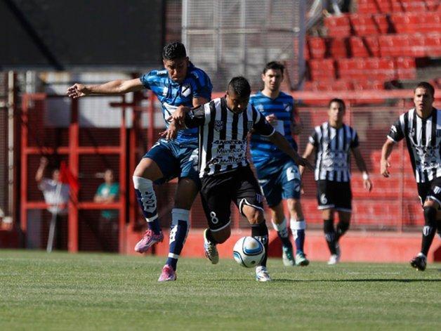 Guillermo Brown de Puerto Madryn pudo mantener la categoría desde los doce pasos y tendrá una temporada más en la Primera B Nacional.