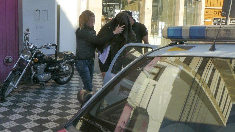 El propietario y una de las encargadas del Bagatelle ayer se negaron a declarar y continúan detenidos.