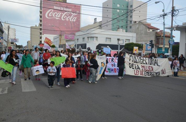 {altText(<p>Comodoro volvió a pedir #NiUnaMenos. Foto: Norberto Albornoz</p>,Comodoro volvió a pedir #NiUnaMenos)}