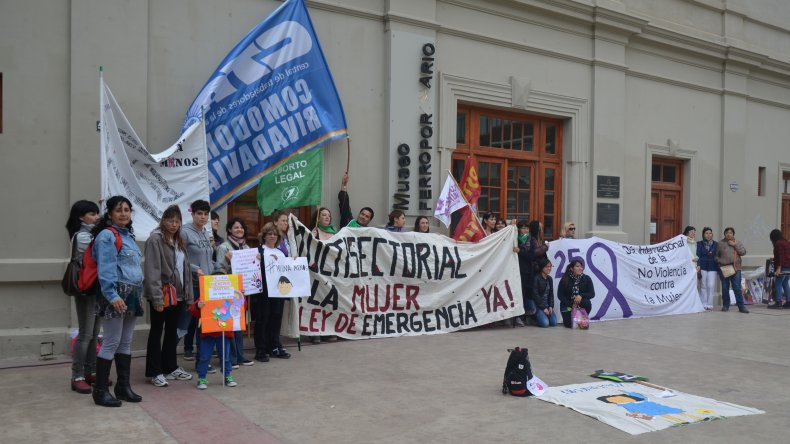 {altText(<p>Comodoro volvió a pedir #NiUnaMenos. Foto: Norberto Albornoz</p><p></p>,Comodoro volvió a pedir #NiUnaMenos)}