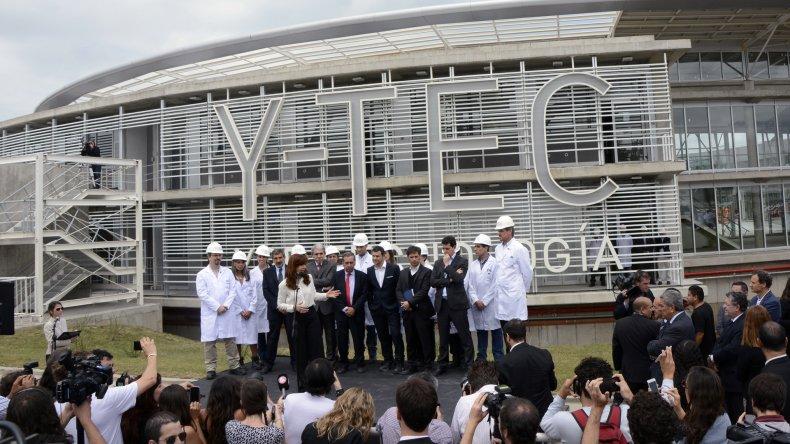 La Presidente recorrió la última etapa del nuevo centro tecnológico de YPF.