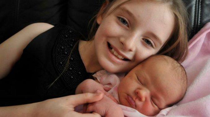 Una nena de 11 años ayudó a su madre a dar a luz