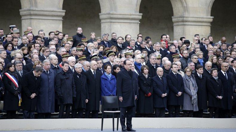 El homenaje realizado ayer en el patio de armas del Palacio de los Inválidos.