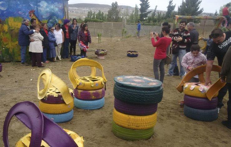 Alumnos y docentes del IPES inauguraron una plaza que ellos mismos reformaron en la Zona de Chacras