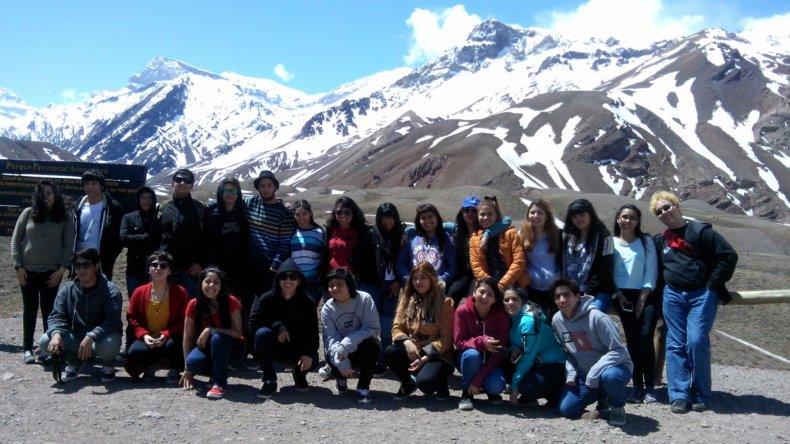 Estudiantes de la Escuela 749 viajaron a  conocer la destilería de YPF en Mendoza