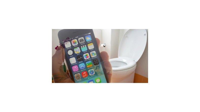 Un celular contiene 30 veces más bacterias que un inodoro