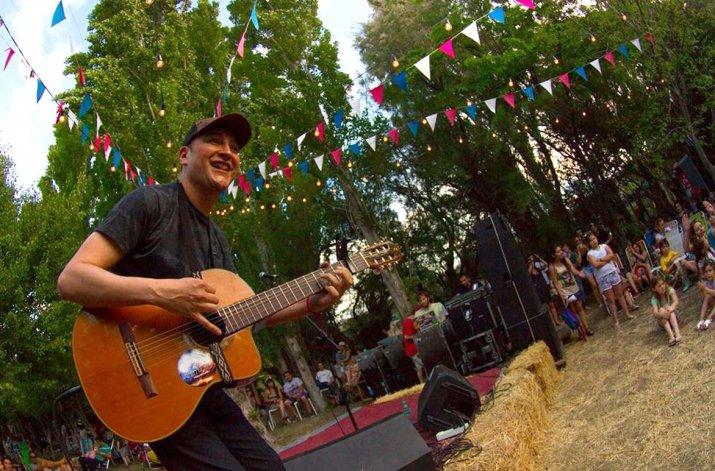 Leo García realizó un espectáculo musical con lo mejor de su repertorio.