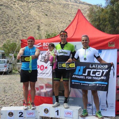 El podio de Varones con Eduardo Astudillo en el escalón más alto del podio.