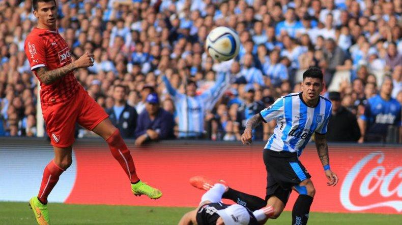 Independiente y Racing se verán las caras esta tarde en el estadio Libertadores de América.