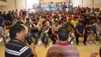 El secretario general de los Petroleros Privados, Jorge Loma Avila, informó detalles del programa vacacional a los delegados, a mediados de este mes.