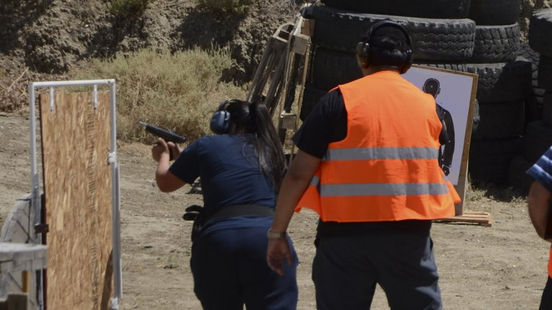 Los hombres y mujeres de la fuerza participaron del torneo de tiro en el polígono de KM 3.