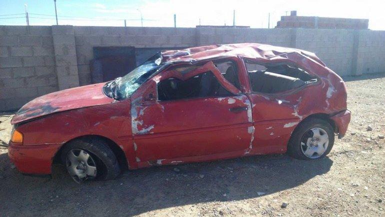 El Volkswagen Gol de color rojo quedó seriamente dañado y tras la realización de las pericias fue depositado en el Corralón de Tránsito.