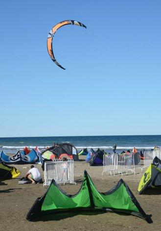 El kitesurf reunió más de 90 velas de toda la región durante el fin de semana
