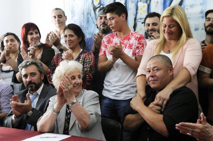 Carlotto presentó a Bravo en conferencia de prensa.